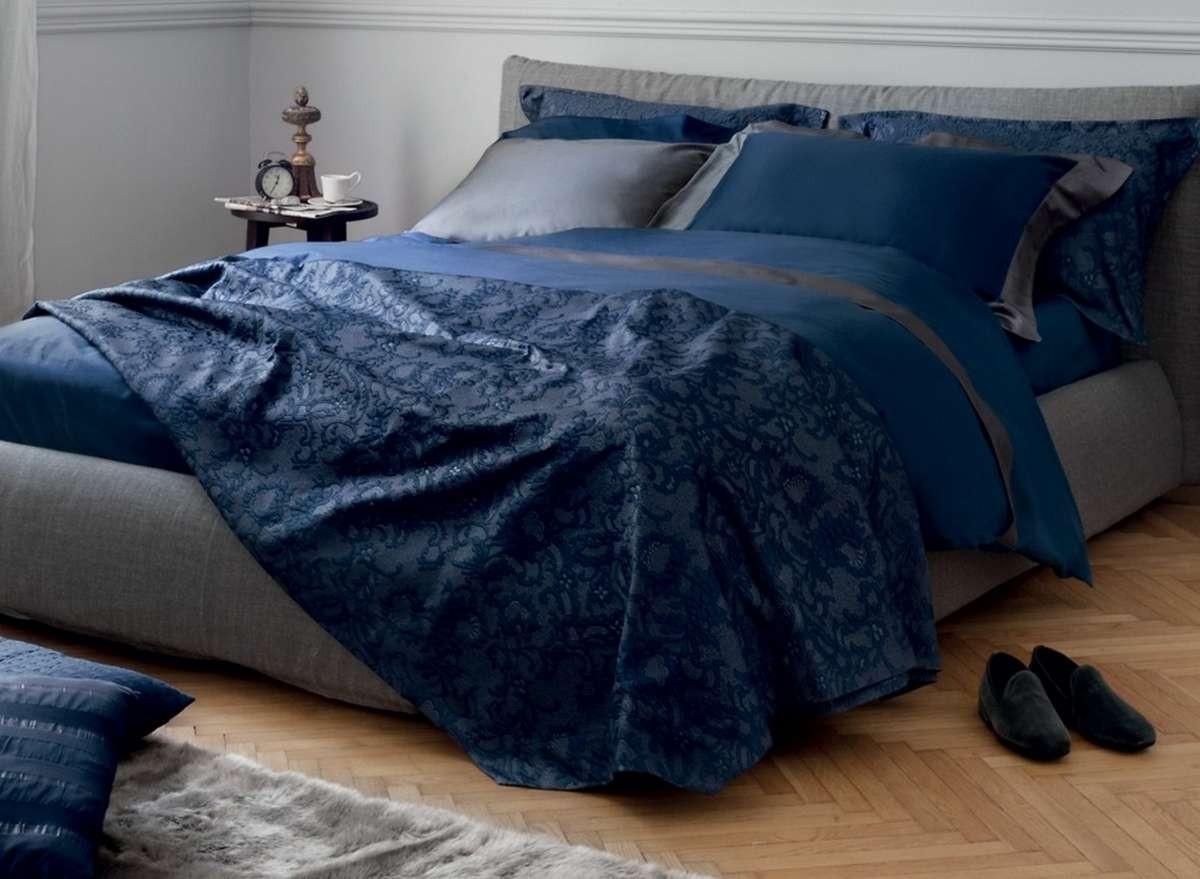 Покрывало 270x270 и 2 наволочки 50x50 La Perla Victoria цвет темно-синий